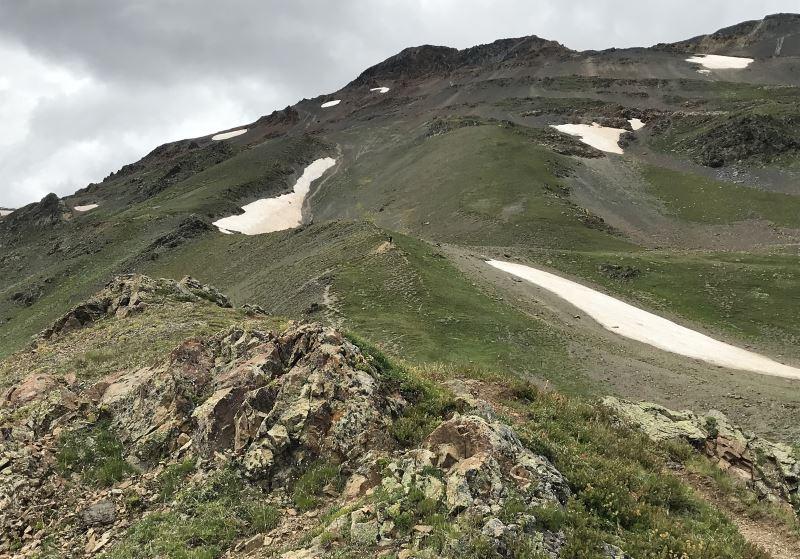 mestia jeziorka koruldi droga w gore do przeleczy