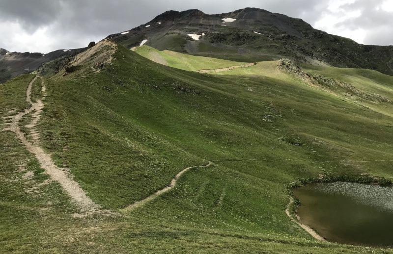 mestia jeziorka koruldi droga w gore