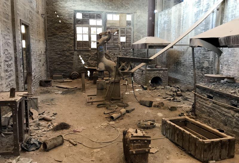 al-kusajr opuszczona fabryka pomieszczenie