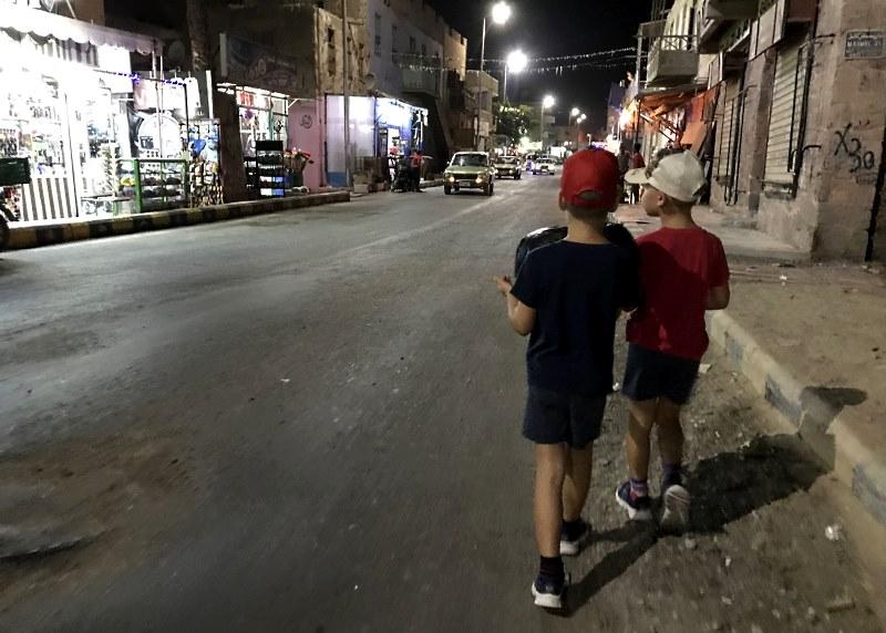 al-kusajr ulica wieczor